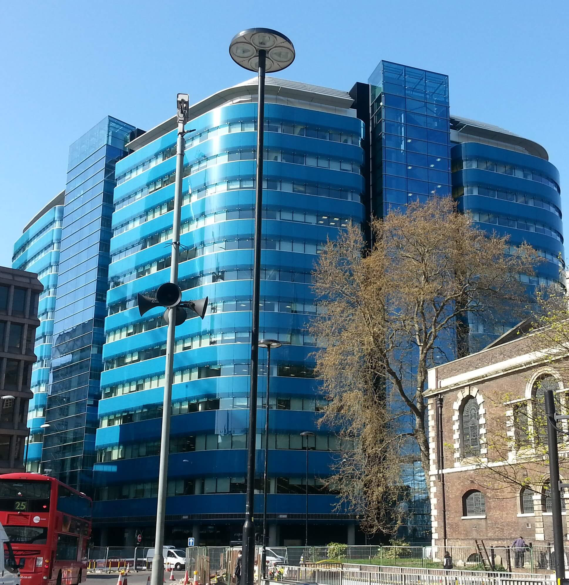 St Botolph Building in London, the headquarters of Jardine Lloyd Thompson. By Adhib - Own work, CC BY-SA 4.0, https://commons.wikimedia.org/w/index.php?curid=39613134